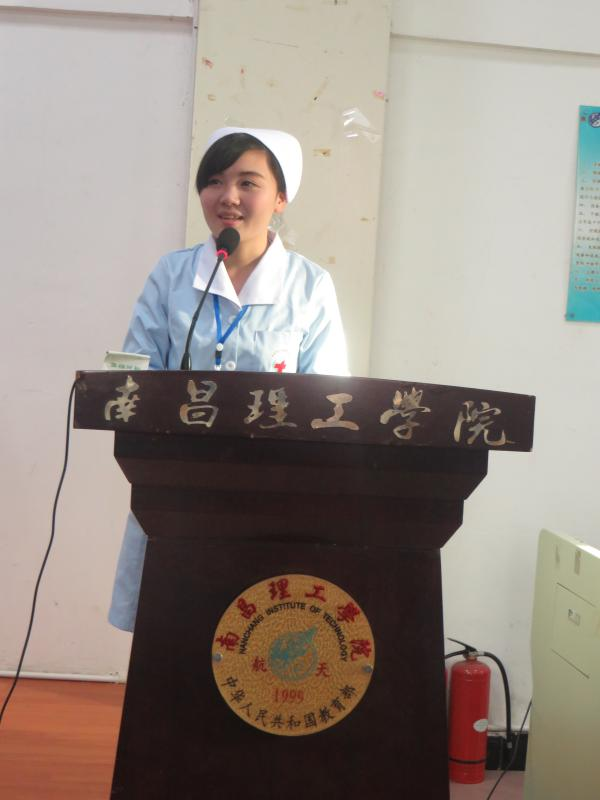 11.学生代表王丹同学发言.jpg